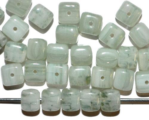 Best.Nr.:41107 Glasperlen Würfel  hellgrau grün opalin,  hergestellt in Gablonz / Tschechien