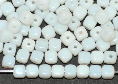 Best.Nr.:49411 Glasperlen Würfel  alabasterweiß,  hergestellt in Gablonz / Tschechien