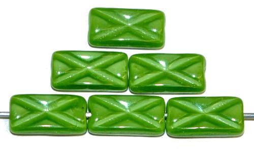 Best.Nr.:49448 Glasperlen Rechtecke, grün opak mit eingeprägtem Kreuz, hergestellt in Gablonz / Tschechien