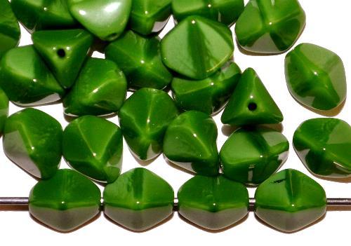 Best.Nr.:49513  Glasperlen Pinchbeads  Dreieckform  grün opak,  hergestellt in Gablonz / Tschechien