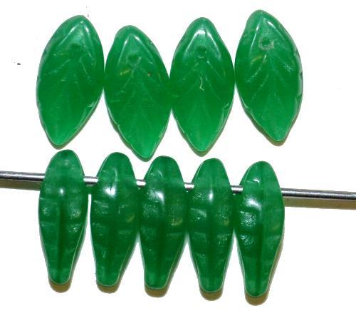 Best.Nr.:50250  Glasperlen Blätter  alabaster grün,  hergestellt in Gablonz / Tschechien