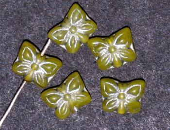 Best.Nr.:51104 Glasperlen Schmetterlinge Vorder-und Rückseite geprägt olivgelb mit Silberauflage