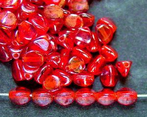 Best.Nr.:57508 Glasperlen Dreieckform rot transparent mit lüster