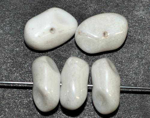 Best.Nr.:57637 Glasperlen Nuggets,  altweiß mit lüster,  in den 1940/50 Jahren in Gablonz/Böhmen hergestellt