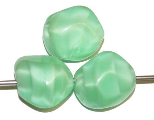 Best.Nr.:57685 Glasperlen Nuggets Perlettglas hellgrün, hergestellt in Gablonz / Tschechien