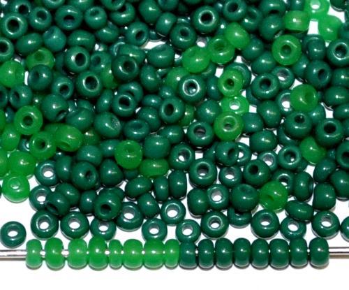 Best.Nr.:61192/100  Rocailles Opalglas Mix dunkelgrün opak und greasy green, um 1920 in Gablonz/Böhmen hergestellt