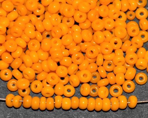 Best.Nr.:61250 Rocailles um 1920/30 in  Gablonz/Böhmen hergestellt,  pumpkin yellow opak