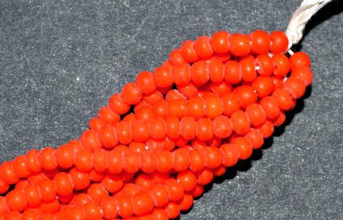 Best.Nr.:61295 Rocailles um 1920/30 in  Gablonz/Böhmen hergestellt,  orange opak