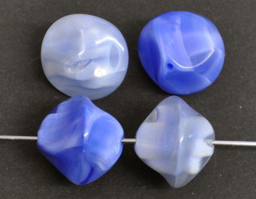 Best.Nr.:63003  Glasperlen,  blau,  in der Zeit von 1940 bis 1970 in Gablonz/Böhmen  hergestellt, (nur wenige auf Lager)