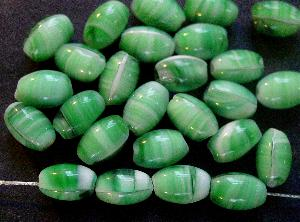 Best.Nr.:63413 Glasperlen Oliven weiß grün 1920/30 in Gablonz/Böhmen hergestellt,