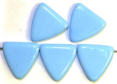 Best.Nr.:63463 Glasperlen Dreiecke hellblau opak,  in den 1930/40 Jahren in Gablonz/Böhmen hergestellt