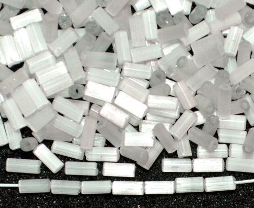Best.Nr.:63469  Glasperlen in den 1930/40 Jahren in Gablonz/Böhmen hergestellt,  2-cut Beads aus Satinglas