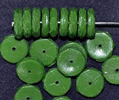 Best.Nr.:63512 Glasperlen Scheiben, in den 1920/30 Jahren in Gablonz/Böhmen hergestellt, grün opak