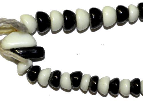 Best.Nr.:63524  Glasperlen Näpchenperlen schwarz weiß,  in den 1920 bis 40 Jahren in Gablonz/Böhmen hergestellt,  (nur einmal auf Lager)