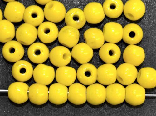 Best.Nr.:63555  Glasperlen rund gelb opak,  in den 1930/40 Jahren in Gablonz/Böhmen hergestellt