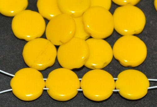 Best.Nr.:63663 Glasperlen Scheibe, gelb opak mit 2 Löchern  in den 1930/40 Jahren in Gablonz/Böhmen hergestellt