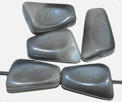 Best.Nr.:63672 Glasperlen,  grau,  in der Zeit von 1940 bis 1970 in Gablonz/Böhmen  hergestellt, (nur wenige auf Lager)