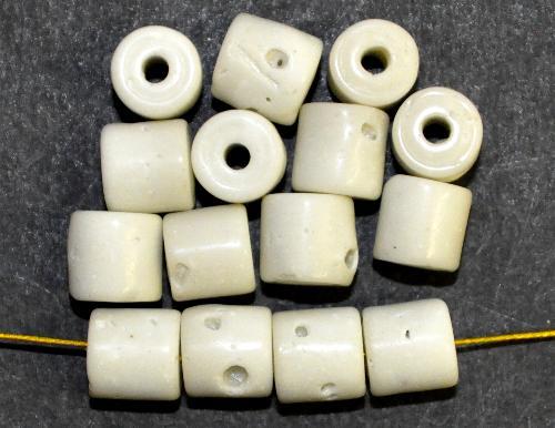 Best.Nr.:63775  Glasperlen ( tilt-beads ) in den 1920/30 Jahren in Gablonz/Böhmen hergestellt,  naturweiß z.T. mit Blasen, (Prosserbeads)  (nur noch wenige auf Lager)