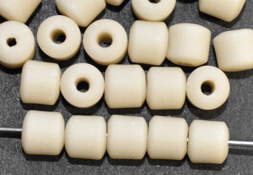 Best.Nr.:63801 Glasperlen in den 1920/30 Jahren in Gablonz/Böhmen hergestellt, crem mattiert