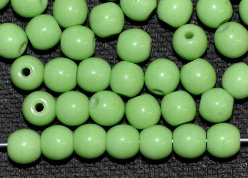 Best.Nr.:63810 Glasperlen rund,  1920/30 in Gablonz/Böhmen hergestellt,  erbsengrün opak