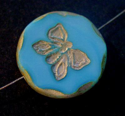 Best.Nr.:671148 Glasperlen / Table Cut Beads hellblau opak, mit eingeprägtem Schmetterling, geschliffen mit burning silver picasso finish