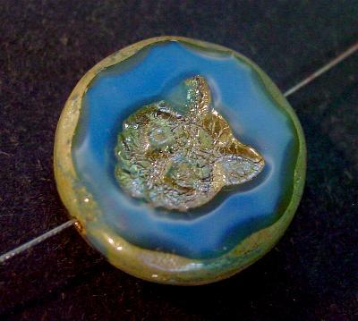 Best.Nr.:671151 Glasperlen / Table Cut Beads mittelblau Perlettglas, mit eingeprägtem Katzenköpfchen, geschliffen mit burning silver picasso finish