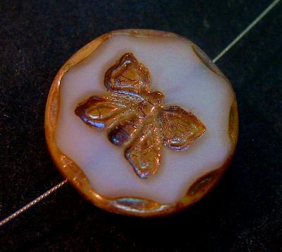 Best.Nr.:67451 Glasperlen / Table Cut Beads Opalglas, mit eingeprägtem Schmetterling, geschliffen mit burning silver picasso finish