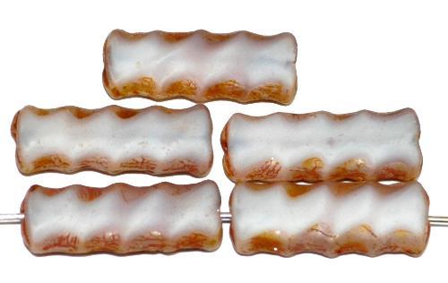 Best.Nr.:67685 Glasperlen / Table Cut Beads geschliffen Perlettglas weiß mit picasso finish, hergestellt in Gablonz / Tschechien