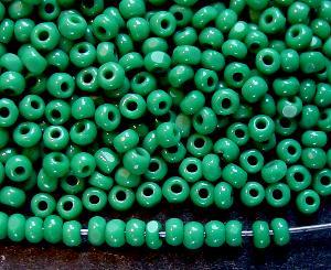 Best.Nr.:71011 Charlottperlen (angeschliffene Rocailles) in den1930/40 Jahren in Gablonz/Böhmen hergestellt grünblau opak