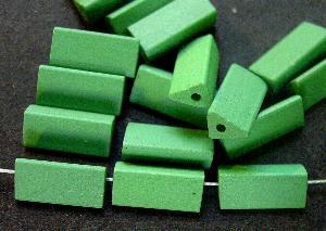 Best.Nr.:75057 vintage Keramikperlen, mattiert um 1960 in Gablonz/Böhmen hergestellt Querschnitt dreieckig, grün