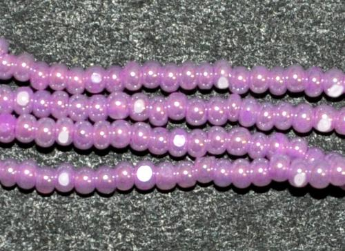 Best.Nr.:77045 Cut Rocailles / Charlottes (angeschliffene Rocailles) von Preciosa Tschechien Opalglas rosa mit lüster, als Bund auf Faden gezogen