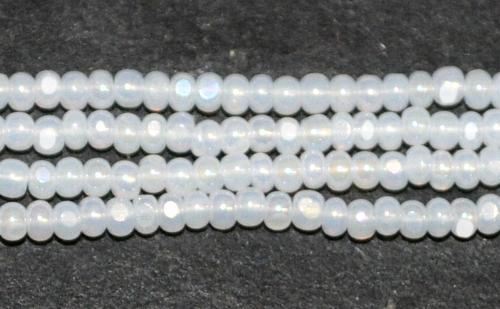 Best.Nr.:77056 Cut Rocailles / Charlottes (angeschliffene Rocailles) von Preciosa Tschechien Opalglas weiß, als Bund auf Faden gezogen