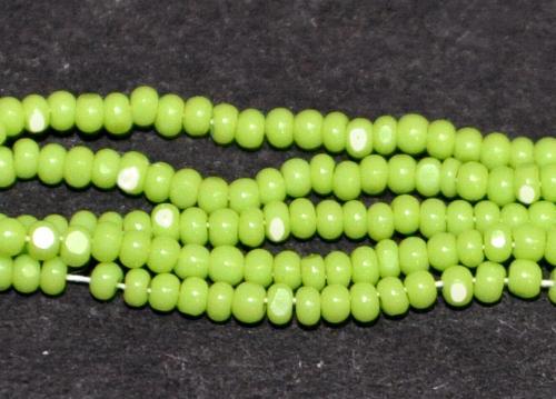 Best.Nr.:77068 Cut Rocailles / Charlottes (angeschliffene Rocailles) von Preciosa Tschechien grün opak, als Bund auf Faden gezogen