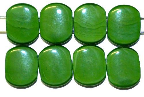 Best.Nr.:79018  Glasperlen mit zwei Löchern,  grün opak,  hergestellt in Gablonz / Tschechien