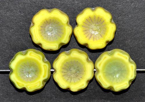 Best.Nr.:67689 Glasperlen / Table Cut Beads  Blüten gelb grün geschliffen  Rand mattiert,   hergestellt in Gablonz / Böhmen