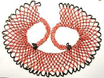 Best.Nr.:60102 wunderschön in Netztechnik handgearbeiteter Perlenkragen im 2. Viertel des vergangenen Jahrhunderts in Gablonz/Böhmen hergestellt Länge ca. 60 cm