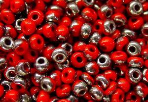 Best.Nr.:07044 Rocailles von Preciosa Ornela Tschechien, rot opak / platin eine Hälfte der Perle mit Metallicüberzug