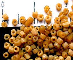 Best.Nr.:63070 Glasperlen in den 1920/30 Jahren in Gablonz/Böhmen hergestellt 2-cut hellbraun