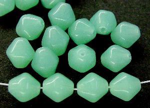 Best.Nr.:54093 Glasperlen Doppelpyramide sechskantig Alabasterglas grün, hergestellt in Gablonz / Tschechien