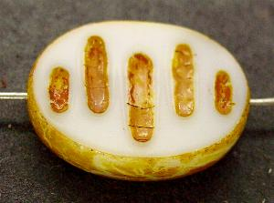Best.Nr.:67879 Glasperlen / Table Cut Beads geschliffen, perlettweiß mit Travertin-Veredelung, nach alten Vorlagen aus den 1930/40 Jahren neu gefertigt
