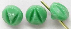 Best.Nr.:43049  Glasknöpfe, geprägt, grün  In Gablonz/Böhmen um 1930 hergestellt.
