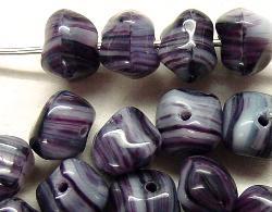 Best.Nr.:57011 Glasperlen  Nuggets violett weiß meliert
