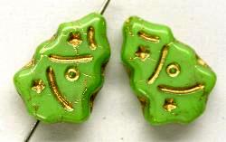 Best.Nr.:51057  Glasperlen  Weihnachtsbäume  geprägt mit Goldauflage  grün