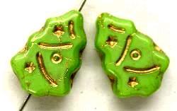 Best.Nr.:51057  Glasperlen Weihnachtsbäume,  grün opak geprägt mit Goldauflage,  hergestellt in Gablonz / Tschechien