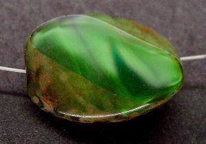 Best.Nr.:67852 große Glasperle / Table Cut Bead grün geschliffen mit Travertin-Veredelung