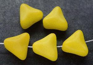 Best.Nr.:49064 Glasperlen Dreiecke gelb mattiert (frostet)