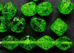 Best.Nr.:54029 Glasperlen Doppelpyramide,  vierkantig Crash beads grün, hergestellt in Gablonz / Böhmen