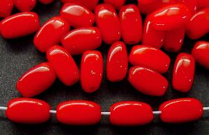 Best.Nr.:63163 Glasperlen Rechteckform- rot in den 1940/50 Jahren in Gablonz/Böhmen hergestellt