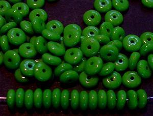 Best.Nr.:63477 Glasperlen Linsen grün 1940/50 in Gablonz/Böhmen hergestellt,