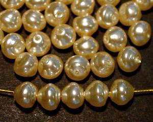 Best.Nr.:58125 Glasperlen mit Wachsüberzug Nuggets perlmuttfarben, hergestellt in Gablonz / Tschechien